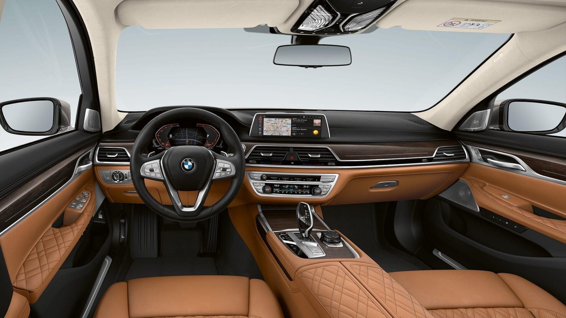 Tapiceria marron y cuadro de mandos negro BMW Serie 7