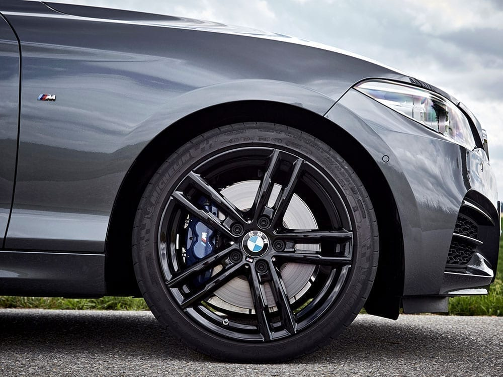 BMW Serie 2 llantas negras de aleación
