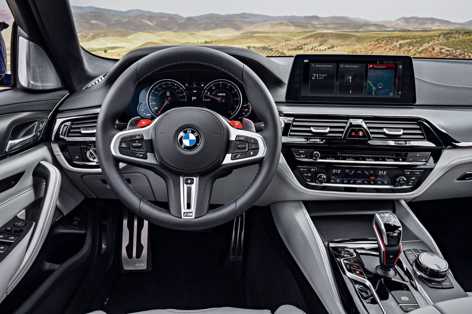 Interior BMW M5 sofisticado y elegante